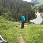 Radübergang ausmähen und neu stellen oberhalb Heizwerk Lech