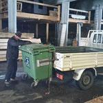 VW-Pritsche für Mülldienst bereitmachen