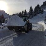 Schnee tragen in Stubenbach, mit Lader 524