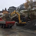 Asphalt laden für Abkippplatz und Neubau Parkplatz Gemeindehaus Zürs in Stubenbach