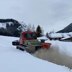 PB 100, Winterwanderwege mit Steinmehl einstreuen
