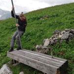 Tannbergbank Lehnenrohr ausrichten, Steinerner Bühel oberhalb Bürstegg
