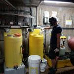 Chlorierung auffüllen und Betrieb starten im Schwimmbad