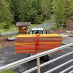 Vorbereitungsarbeiten für Setzen der Beton-Elemente für Beckenabdeckungen