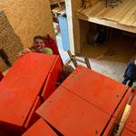 Spinde aus Stall am Anger holen und in neuen Garderobenbereichen Waldbad montieren