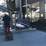 Behelfszugang konstruieren für Hintereingang Bergbahn Oberlech