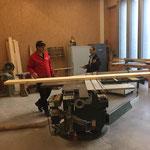 Brücke Bodenalpe Reparatur - Vorbereiten des Materials in der Bauhof-Tischlerei