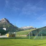 Fußballplatzrasen wässern