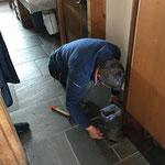Türen reparieren in der neuen Kirche