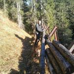 Lawinenverbauung reparieren Langlaufloipe Zug
