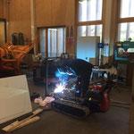 Schweissarbeiten am Raupentransporter - Hydraulik-Umbau