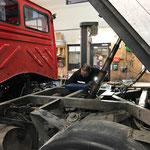 Unimog 1600, Reparaturarbeiten an der Elektrik