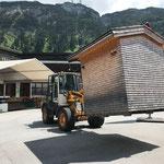 Hütte stellen für Ausschank Abendkonzerte und Heimatabende am Schulplatz