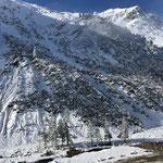 Rampenbau Deponie Schwarzhans für Winterwanderweg Zürs - Lech, mit Raupe Fa. Schwarzhans