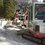 Waldbad Lech - Betonklötze aufladen