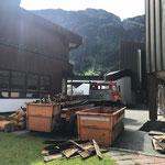 Altschindeln entsorgen Kirchturm, mit U1600 und Containerhänger