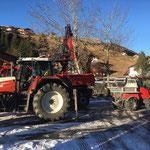 Flickschotter laden auf Holder C70 SC, Sanierungsarbeiten Burgwaldweg