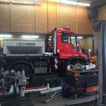 Schnellservice und Reinigung U400 mit Pflug und Splittstreuer