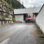 U400 mit Straßenreinigungsbalken, Auffahrt Bauhof