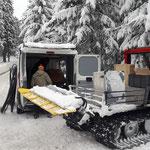Schwimmbadtechnik-Material zur Baustelle Waldbad transportieren, mit Snow Rabbit 3