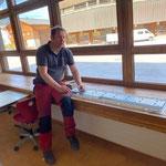 Volksschule Lech, neue Lampen montieren