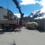 Überlaufbecken für Kinderbecken neu am Bauhof abladen