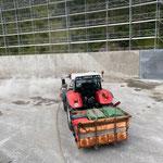 ...mit Steyr 6190 CVT, Kehrmaschinenvorbau und Heckcontainer