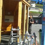 Buswartehütten schleifen und ölen