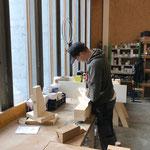 Neue Geländersteher vormontieren für Brücke Hoher Steg
