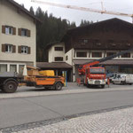 Blumenschmuck entfernen Gemeindegebäude