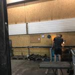Rohrlager neu am Bauhofdach: Zuschneiden von Querverbindern für Stahlkonstruktion