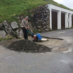 Tagwasserbaustelle in Oberlech asphaltierfertig machen