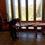 Garderoben anpassen in der Tischlerei für Probelokal Heimatmuseum