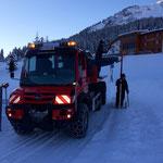 Schneestangen bei Baustellen fertig stellen und nachstellen
