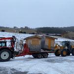 Weihnachtsmarkthütten, Transport vom Jugendplatz zum neuen Lagerplatz Bauhof-Dach