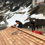 Dach fertig schindeln, Stall Anger Winterwanderweg