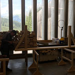 Neue Gitzibachbrücke, Vormontage der Geländerelemente in der Tischlerei