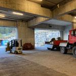 Blumentröge Dorfzentrum zum Bauhof transportieren, mit U1600 und Göglhänger