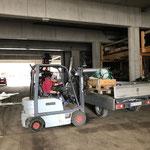 Material verladen am Bauhof für Beschilderung und Zäunen Umfahrungstraße Anger