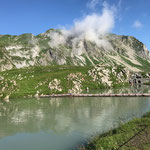 Grüner Ring: Steg am Zürsersee in Position ziehen...