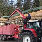 Holz einfassen am Bauhof mit neuem Kran
