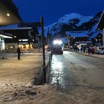 Lader 550, Gehsteig kratzen Bergbahn Oberlech