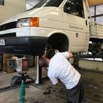 Reparaturarbeiten an der VW Pritsche