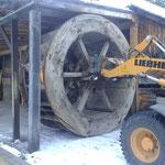 Versorgen des Holz-Wasserrad bei der Zuger Säge