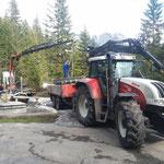 Assistenzleistung beim Materialtransport zur Baustelle Schwimmbad, mit Steyr