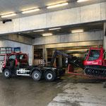Pistenbully 100 für Reparaturarbeiten am Bauhof abladen, mit U530