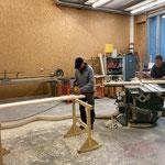 Arbeiten in der Tischlerei, Sitzbänke fasen und Podestbau für Waldbad