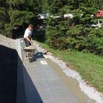 Zugang neu Kinderbecken, Steinplatten Keil betonieren