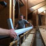 Bühnenelemente für zusätzliche Stuhlreihen liefern, Empore Neue Kirche