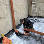 Provisorische Rohrverlegearbeiten für Winter Angerauffahrt GZL-Schule